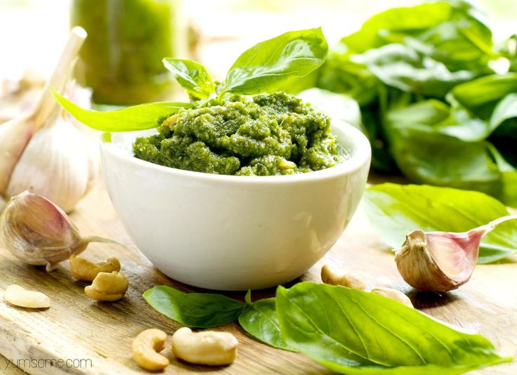 How To Make Healthy 5-Minute Vegan Cashew Pesto