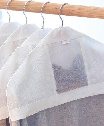 Fundas para ropa (percha) con lavanda.