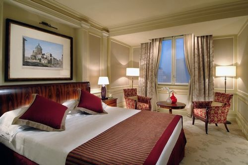 HOTEL PRINCIPE DI SAVOIA-Guest rooms feature soundproofing, wireless Internet access, air-conditioning, minibars, and telephones.