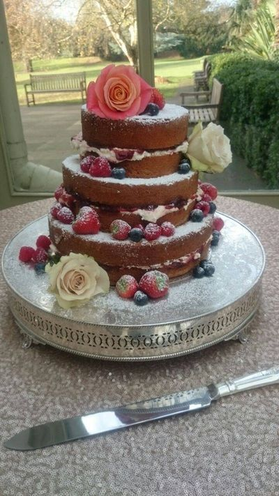 * Wedding Cake Maker * Wedding Cakes * Affordable Wedding Cakes * Kent, London, Wedding Cakes Kent, Sevenoaks, Orpington, Dartford, Tunbridge Wells, Bromley, Maidstone, Gillingham and London - Wedding Cakes in Kent, Essex & Medway | letthemeatcakesuk.com