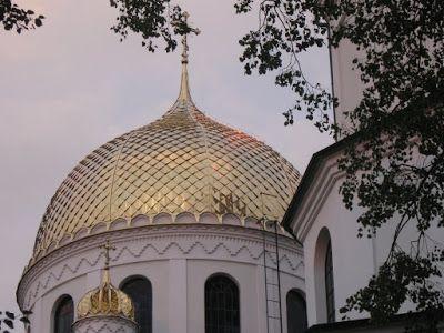 Prawosławna cerkiew - zaglądamy do środka, podpytujemy, podziwiamy, porównujemy z innymi świątyniami, polecamy.