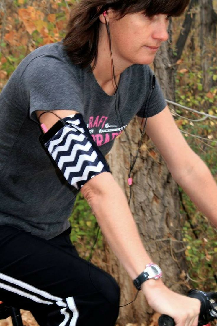 """Workout with style. Workout with comfort.  Workout with speedzter armbands.  Perfect for your cell phone up to 7"""" in length.  Slips on a like a sock, you'll forget you're wearing it!"""