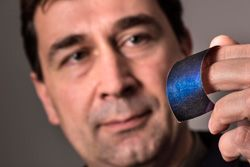 Sandia National Laboratories: News Releases : Sandia's solar glitter closer to market with new licensing agreement