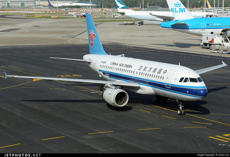 Airbus A319-115, China Southern Airlines, B-6208, cn 2555, 128 passengers, first flight 6.9.2005, China Southern delivered 15.9.2005. Active, for example 27.9.2016 flight Kathmandu - Guangzhou. Foto: Singapore, 30.12.2015.