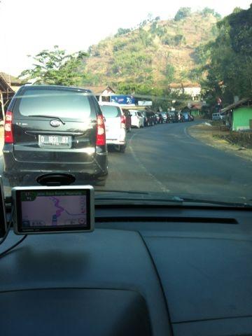 16:28 [LALIN] Kepadatan di Nagreg-Limbangan dari Waze user 'kotaro80'