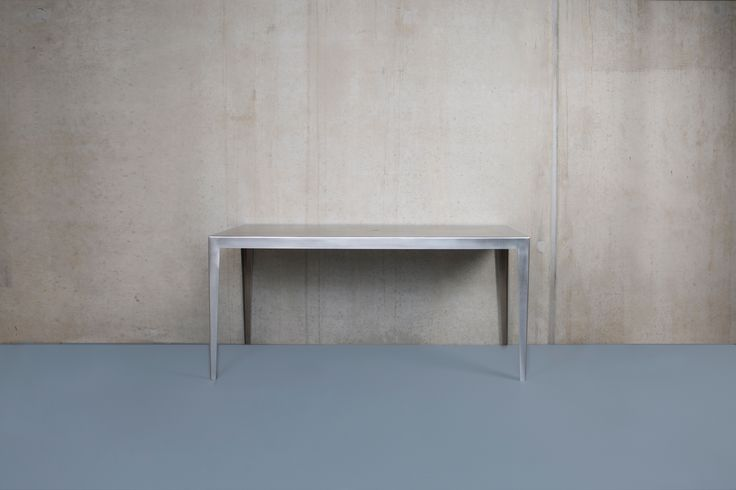 einteiliger Blechtisch aus 5 mm starkem Alublech, mattiert. LTH 155 x 60 x 72 auch für draußen sehr geeignet !!!