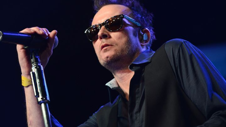 Scott Weiland, Former Stone Temple Pilots Singer, Dead at 48  Vocalist, who also fronted Velvet Revolver, died in his sleep    Read more: http://www.rollingstone.com/music/news/scott-weiland-dead-at-48-20151204#ixzz3tNwlM4xv  Follow us: @rollingstone on Twitter   RollingStone on Facebook