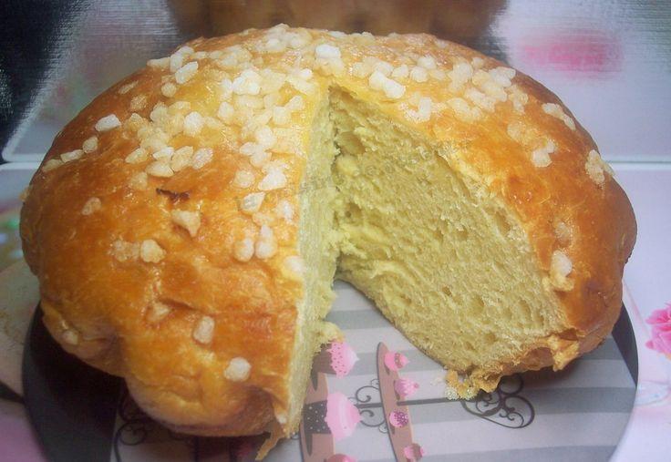 """pastis est un mot gascon qui signifie"""""""" gâteau"""""""" le pastis landais est une pâtisserie parfumée parfois a l'eau de fleur d'oranger a la vanille et au rhum. sa texture est moelleuse avec une mie jaune pâle et très dense. nous avons beaucoup aimés ce gâteau,c'est..."""