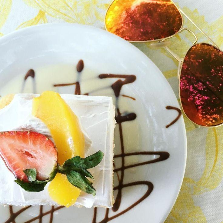 On essaie le fameux pastel de tres leches un dessert typique du Costa Rica!  #ELLEvoyage #ELLEmange #costarica #puravida #kaoincolour #dessert by ellequebec