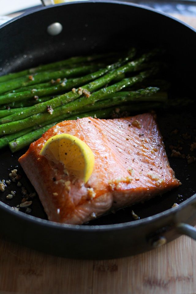 Garlic and lemon pan-seared salmon is the easiest peasiest meal that can be made in under 30 minutes. Keep your weeknights simple, healthy, and tasty!   During the snowstorm over the weekend, I was...