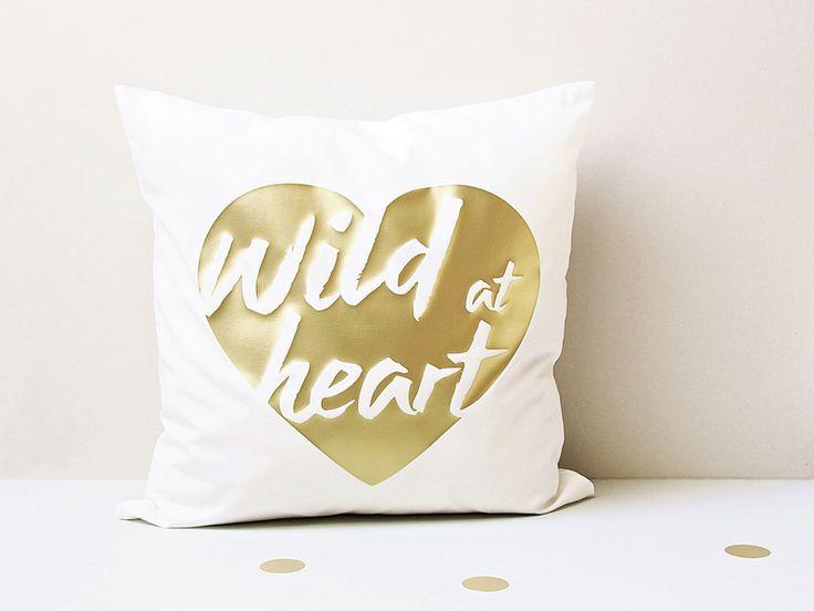 KISSEN+wild+at+heart+-+wild+im+herzen+TYPO+Gold++von+glücksschauer+auf+DaWanda.com