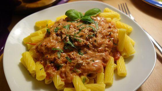 Nudeln in leichter, sämiger Thunfisch-Tomaten-Käse Sauce 1