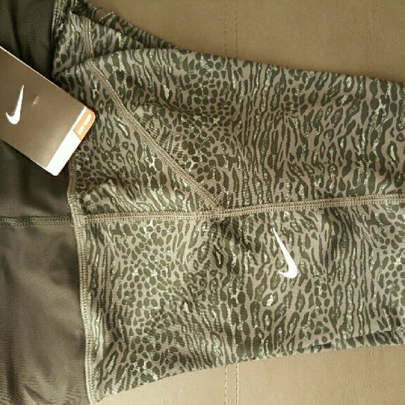 NWT NIKE LEOPARD CAPRI LEGGINGS Brand new with tags  SIZE LARGE  NO HOLDS / NO TRADES Nike Pants Leggings