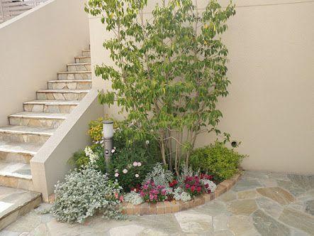 耐陰性のある日陰花や半日陰花なら、日当たりが悪いからといってあきらめていた場所でも、花を咲かせることが可能です。北側の壁や建物の影になる場所など、環境に適した植物を選び、シェードガーデン(日陰や半日陰の庭)にチャレンジしてみてください。