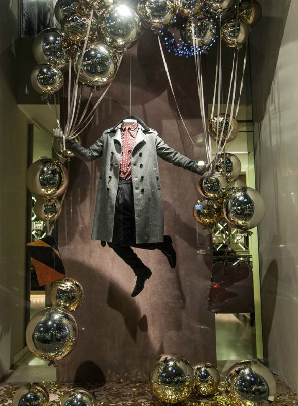 Love the use of balloons in a store window!  GIFT SHOP Magazine  www.giftshopmag.com
