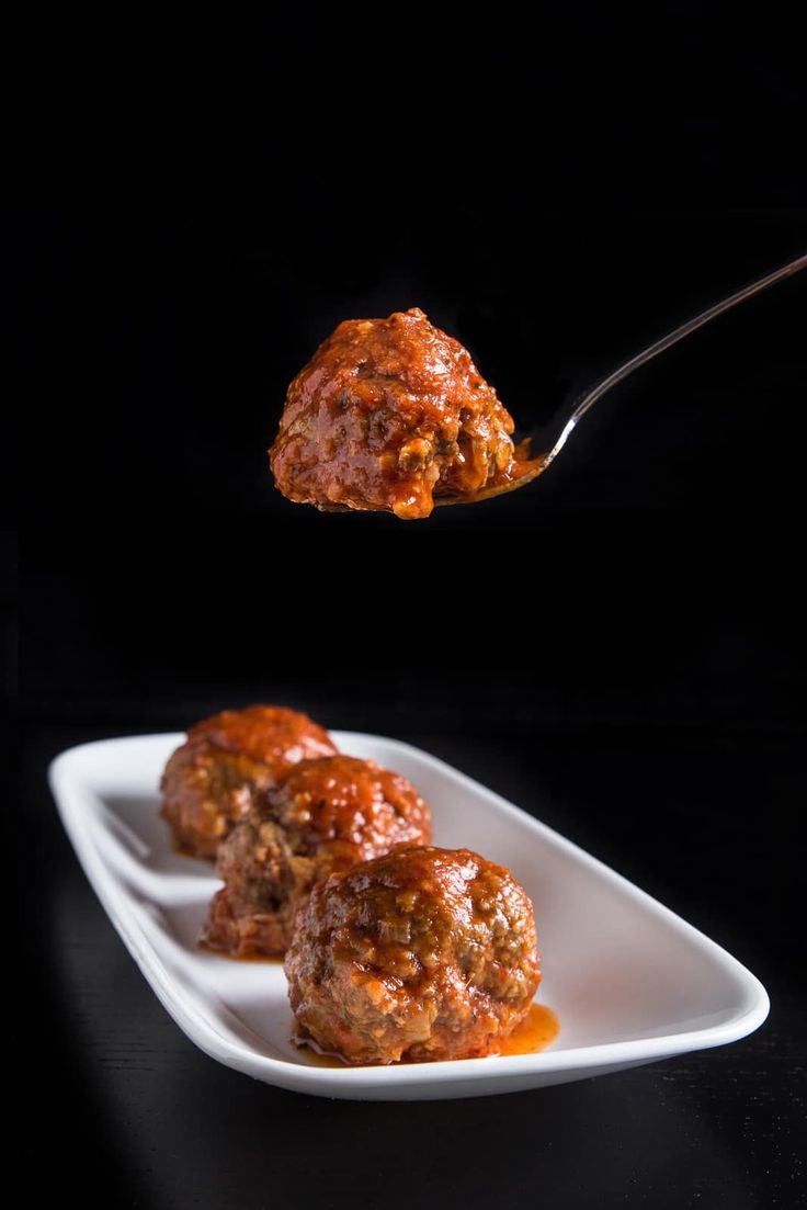 Make this cheesy bacon pressure cooker meatballs in tomato sauce with bursting smokey flavors & juicy textures! Perfect thrifty make ahead freezer meals.