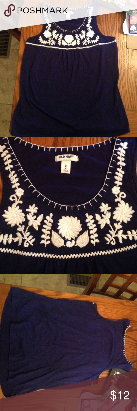 Old Navy Women's Top! Size Medium. Beautiful embroidery. Perfect condition. Old Navy Tops Blouses