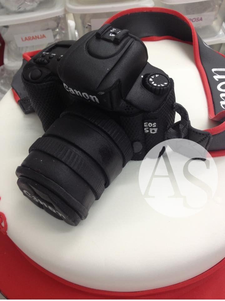 Yes! It's a cake! Canon cake! =o) Sim! Isso é um bolo! Bolo Camera Canon! =o)