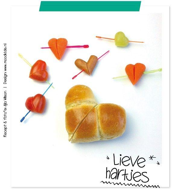 Valentijn Wij stoppen vaak hartjes in de lunchtrommels van onze kinderen, gewoon om te laten weten hoe gek we op ze zijn. Maar met valentijn in het verschiet, mag een hartje natuurlijk niet ontbreken. Er is een foefje om hartjes te maken van langwerpige/ovale vormen. Snijdt bv een klein...