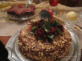 Χριστουγεννιάτικη τούρτα Ferrero ! Υλικά για το παντεσπάνι 5 αυγά 6 κ.σ. ζάχαρη άχνη 200 γρ φουντούκια αλεσμένα 2 κ.σ κακάο ...