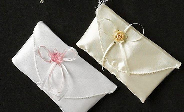Φάκελος σατέν.Διατίθεται σε 2 χρώματατα.Πολύ φινέτσατη με αρχοντικό στυλ μπομπονιέρα για τον γάμο σας.