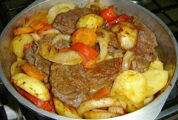 Bifes A La Criolla Saboreando Canarias Receta Comidas Argentinas Recetas Bifes A La Criolla Carne A La Cacerola