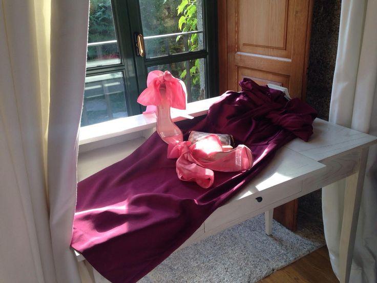 Vestido de Maria Barros y zapatos de Manoletino www.tuasesordeimagen.es