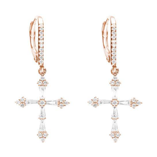 Les boucles d'oreilles croix Heaven en or rose et diamants de Stone Paris http://www.vogue.fr/joaillerie/le-bijou-du-jour/diaporama/le-collier-croix-heaven-de-stone-paris-diamants-baguettes-collection-automne-hiver-2013-2014/15493#!3
