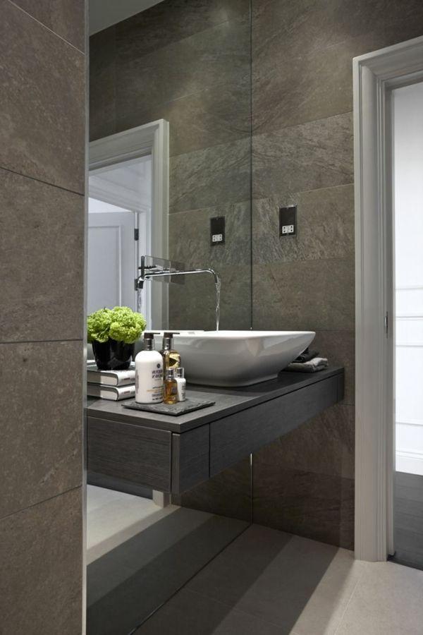 salle de bains grise, vasque à poser et meuble sous vasque en gris foncé