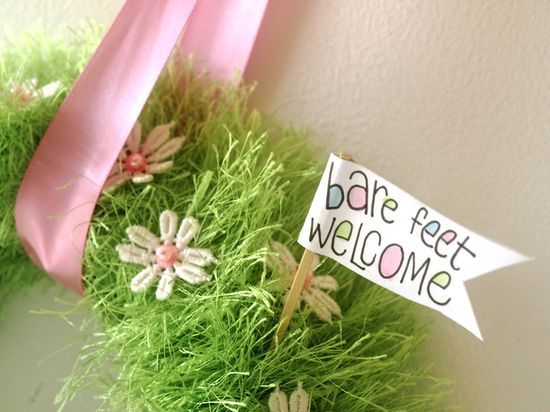 this wreath is adorable. found it on another pin, but it wasn't pinned correctly or someone stole it off Patty's blog. cant wait to make some of these!Wreaths Tutorials, Grass Wreaths, Crafts Ideas, Baby Grass, Creative Places, Easter Wreaths, Spring Wreaths, Spring Baby, Spring Crafts