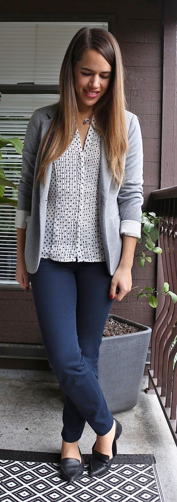 Black t shirt navy pants - 23 Comfy Chic Work Outfits With Flats For Happy Feet