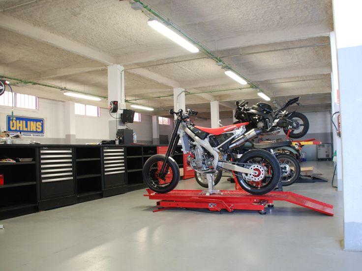 The workshop racing motorcycles and custom bikes for Garage custom moto