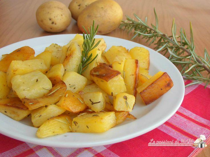 Patate croccanti nel fornetto estense ricetta per contorno semplice e facile da preparare, patate saporite, croccanti fuori e morbide all'interno.