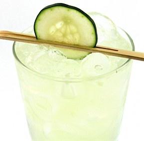 Cucumber, Basil & Lime Gimlet #cocktails #liquor