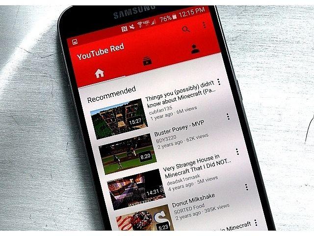 YouTubeの最高製品責任者は、AIを駆使したレコメンドに誘発された視聴が、YouTubeでの総視聴時間の70%超に達していると述べた。