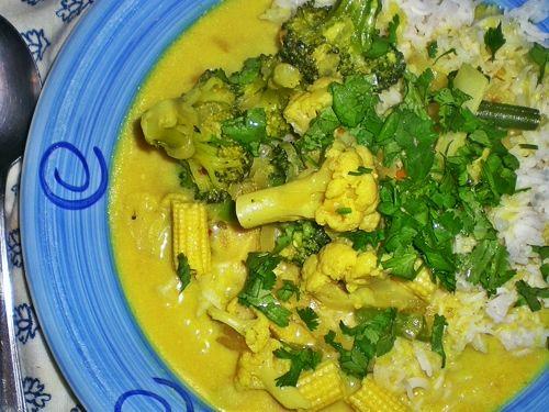 Curry Nigelli: kokosowe z warzywami, czyli: jemy kwiaty - pół żartem, pół serio - - lejdi of the house - bloog.pl