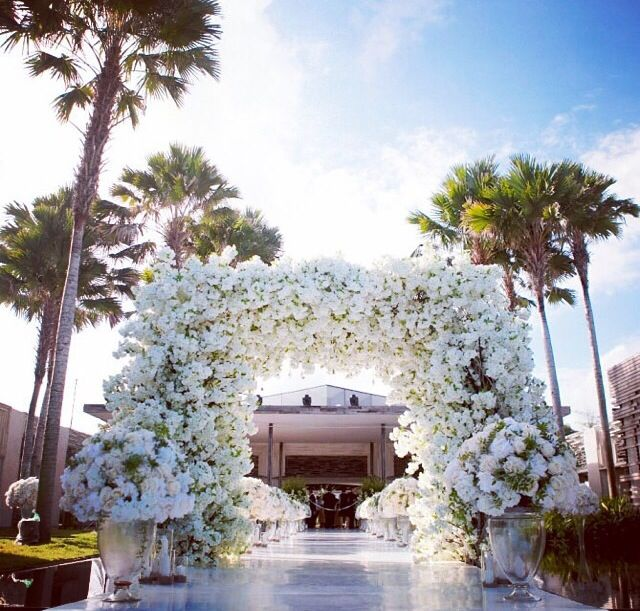 Floral arch installation at Alila Villas Uluwatu by @nefiantosetiono