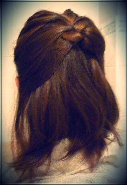 idée coiffure cheveux courts tresse vue de derrière