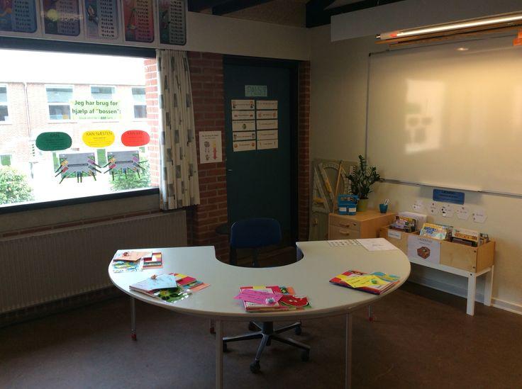 Banan-bordet har igen i år fået en fremtrædende plads i lokalet i 4. Klasse :-=