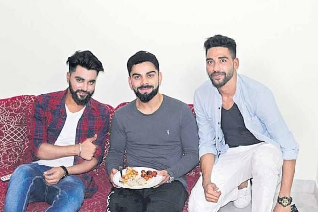 Virat With Mohammed Siraj And His Brother At Siraj S House