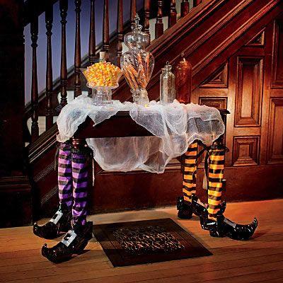 """Hoje é o Halloween ou seja dia das Bruxas!!! OHalloweené um evento tradicional e cultural, que ocorre basicamente em países delíngua inglesa, mas com especial relevância nosEstados Unidos,Canadá,IrlandaeReino Unido, tendo como base e origem as celebrações dos antigos povos.O primeiro registro do termo """"Halloween"""" é de cerca de 1745 anos. (Wikipédia) Aqui no Brasil não…"""