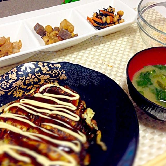 豆腐と山芋のふあふあお好み焼き 大根と豚肉のにんにく醤油炒め こんにゃくとえりんぎのピリ辛炒め ひじきと大豆の煮物 春雨とリンゴのサラダ 小松菜のお味噌汁  〆に焼きおにぎり茶漬け  でしたー♪(´ε` ) 今日も食い過ぎww - 69件のもぐもぐ - 豆腐と山芋のふあふあお好み焼き♪(´ε` ) by mms26mr