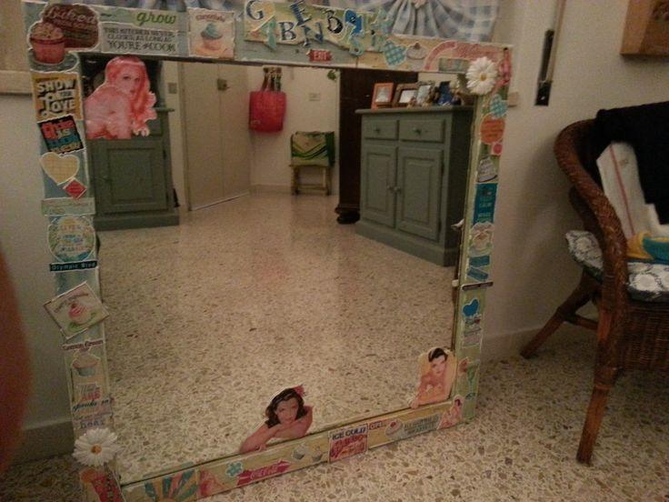 Oltre 1000 idee su specchio con cornice in legno su for Cornice adesiva per pareti