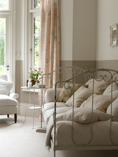 Wrought iron daybed. Source: aplaceforustodream