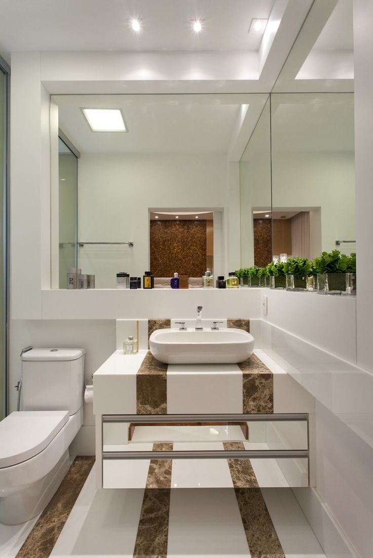 Banheiro, mármore, cuba de apoio, armário espelhado, porcelanato