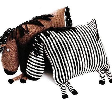 Вязаные спицами подушки-игрушки