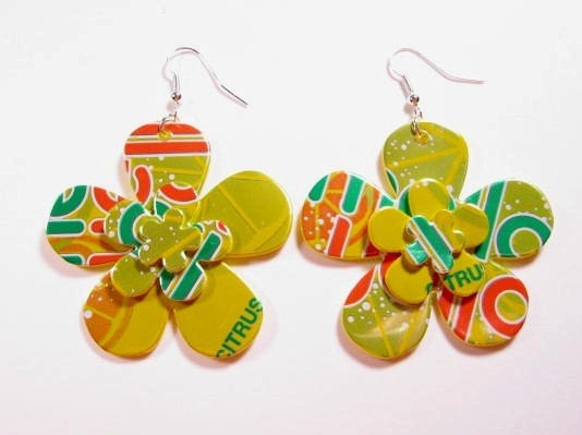 These upcycled Mello Yello can earrings are super cute! I love the layering of the flowers!