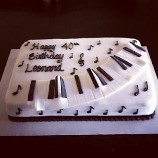 Piano cake!                                                                                                                                                     Mais