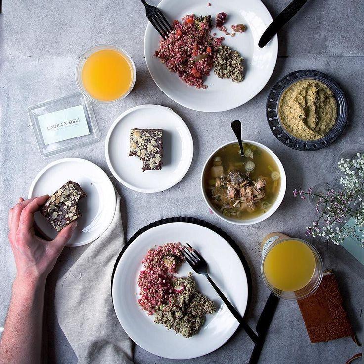 Fueling up on my favorite foods from @laurasdeli before my presentation about Instagram tonight at the Düsseldorf Startup Week. Brought to me by @deliveroo_de Mit dem Code FOODLOVIN erhaltet ihr als Neukunden bei der ersten Bestellung 10 Rabatt auf deliveroo.de! Kleiner Tipp: die Brownies sind göttlich!!! Wünscht mir Glück heut Abend  #deliveroo #dinner #düsseldorf #favorite #laurasdeli #cleaneating #fitfood #healthyfood #superfoods #darlingmoment #foodlovin #foodlovineats #foodvsco #food52…