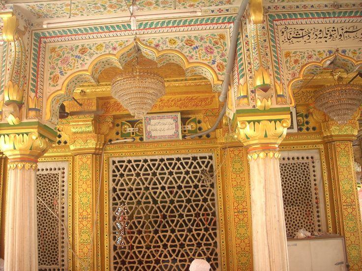 Nizamuddin Dargah, interior